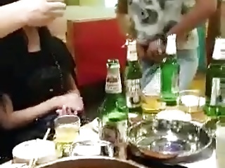 Asian dinnerparty yon ladyboy
