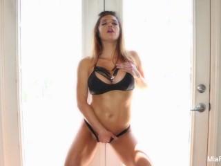 Mia Lelani Masturbates