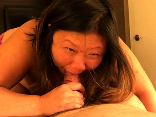 Mature BBW gives a first-class blowjob