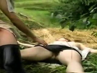 Hardcore scenes alfresco in vintage porn