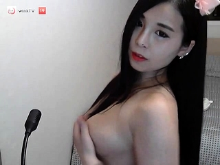 amateur eevie acolyte flashing boobs on live webcam
