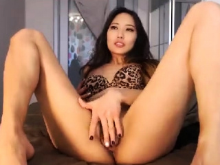 amateur kittennischeeky ID herself on live webcam