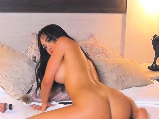 Brunette Babe Worth Remembering Cam Show